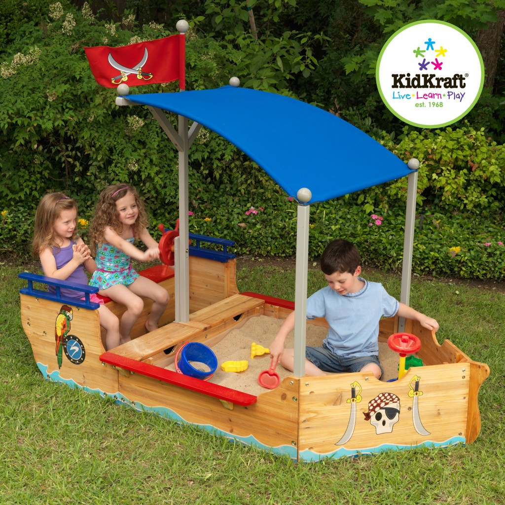 3 benefits of having outdoor toys in your yard 3 benefits of. Black Bedroom Furniture Sets. Home Design Ideas