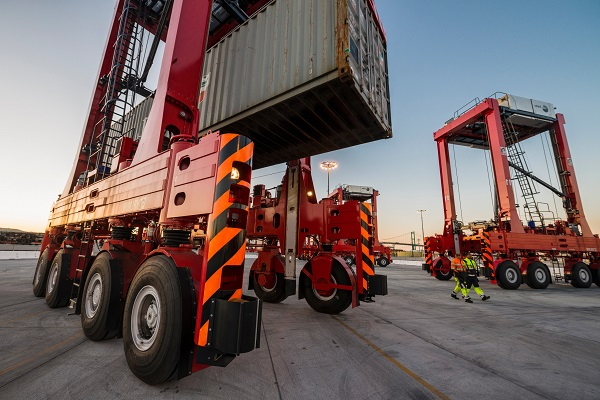 3 Benefits Of Using Straddle Carriers