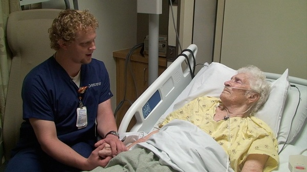 The Benefits Of Getting a Diploma of Nursing: Make a Difference by Helping Others