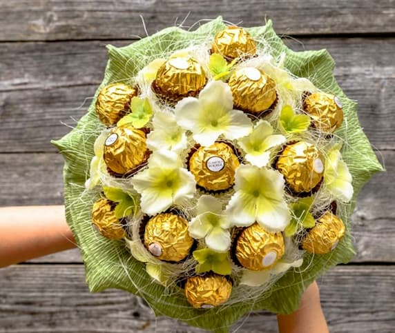 The Benefits of Sending Edible Chocolate Gifts Over Bouquets of Flowers | 3  Benefits Of