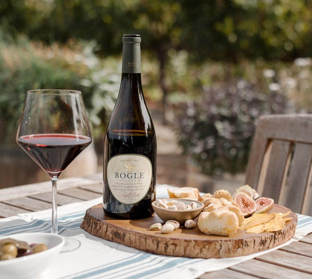 pinor noir wine outdoor table