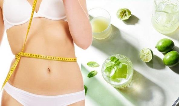 women measuring weight parameters