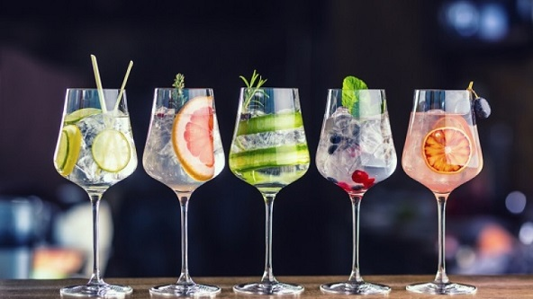 five fancy prepared glasses of gin and tonic