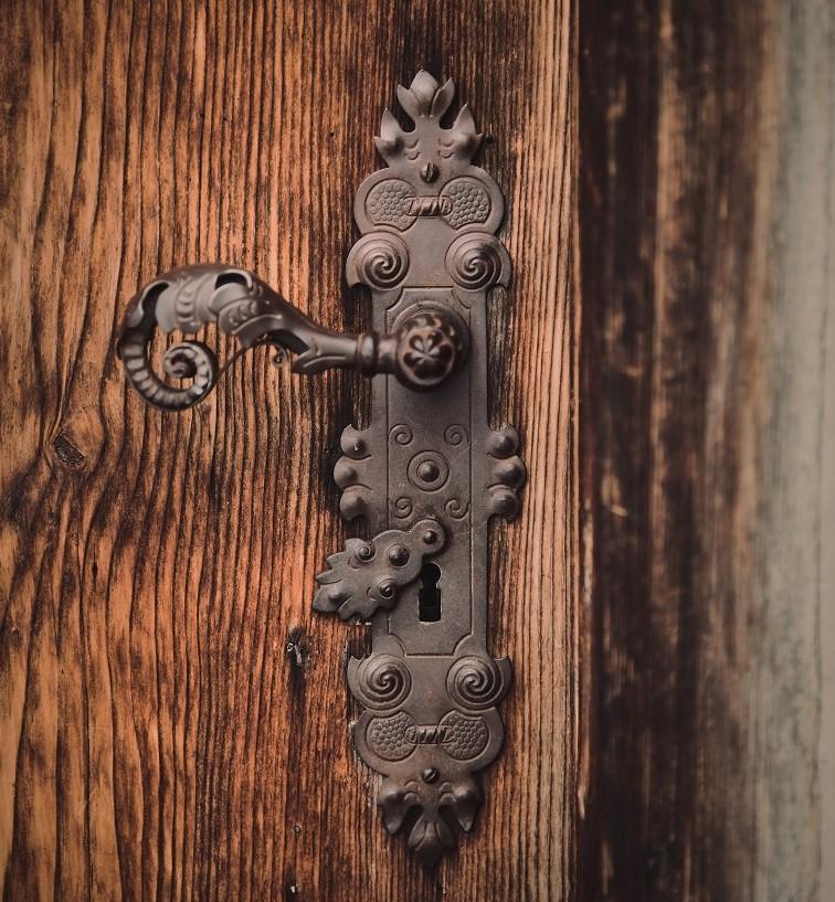 old school style door handle on wooden door